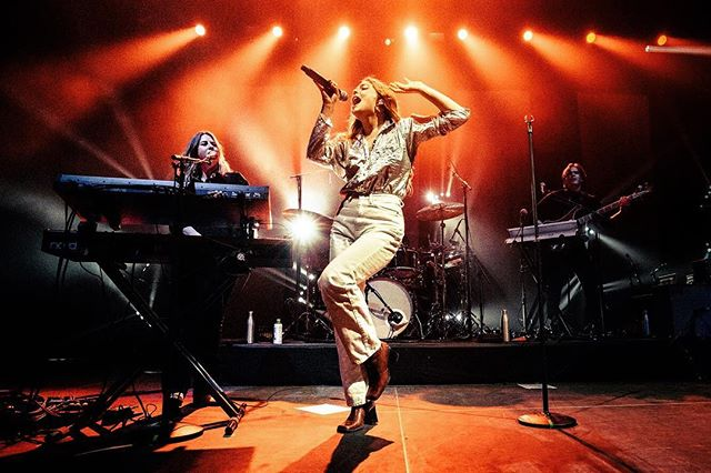 Maggie Rogers front and center onstage in NYC at her sold out show at Hammerstein Ballroom. ﹏﹏﹏﹏﹏﹏﹏﹏﹏﹏﹏﹏﹏﹏﹏﹏﹏﹏﹏﹏ 📸: Sony a7r III w/ 16-35mm f/2.8 ﹋﹋﹋﹋﹋﹋﹋﹋﹋﹋﹋﹋﹋﹋﹋﹋﹋﹋﹋﹋ #MaggieRogers @MaggieRogers #CapitolRecords @CapitolRecords @MickMGMT #DanceMusic #PopMusic #HammersteinBallroom  @TheManhattanCenter #LiveMusic #NewYorkCity #NewYork #Concert #LiveMusicPhotos #EricTownsend @SonyProUSA #SonyProUSA @SonyAlpha #SonyAlpha #SonyA7rIII #SonyPhotography #Sony #SonyImages #BeAlpha