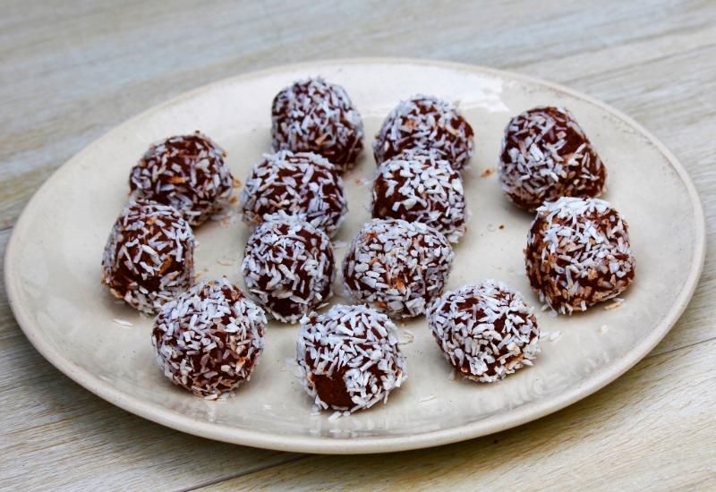 Coconut & raw chocolate truffles