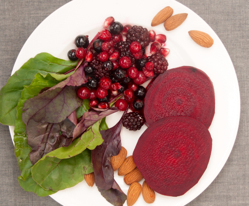 Beetroot, lettuce, berries and almonds