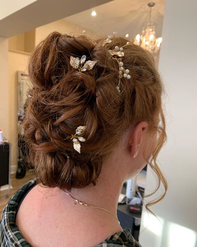 ✨Wedding Hair✨ Hair up's done on Saturday for our lovely bride Hannah👰🏼and her bridesmaid's. Hope you had a lovely day.💕
