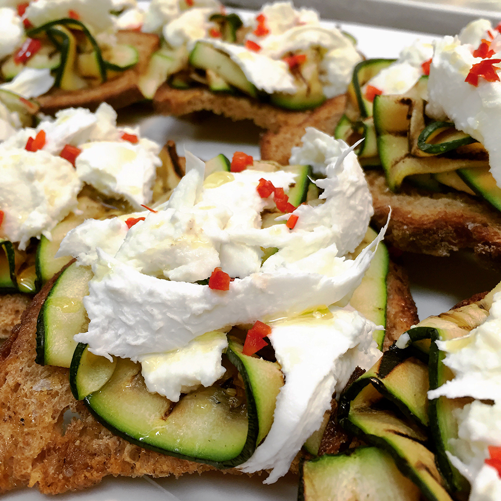 Courgette ribbons w mozzarella, chilli and mint on rye