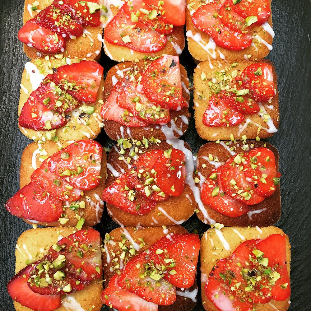 Little lemon polenta cakes w strawberries