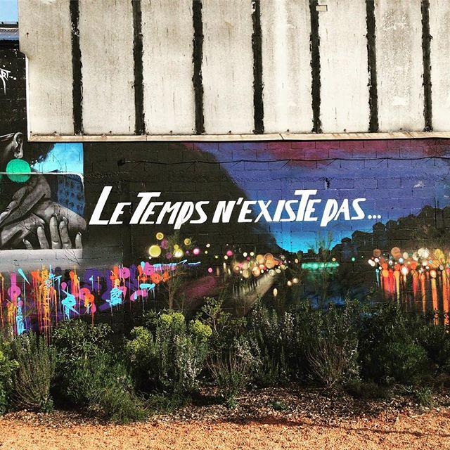 «Le temps n'existe pas» Autour des puces / rue Paul Bert #streetart #pucesdesaintouen #letempsnexistepas #art #artistsoninstagram #igersfrance