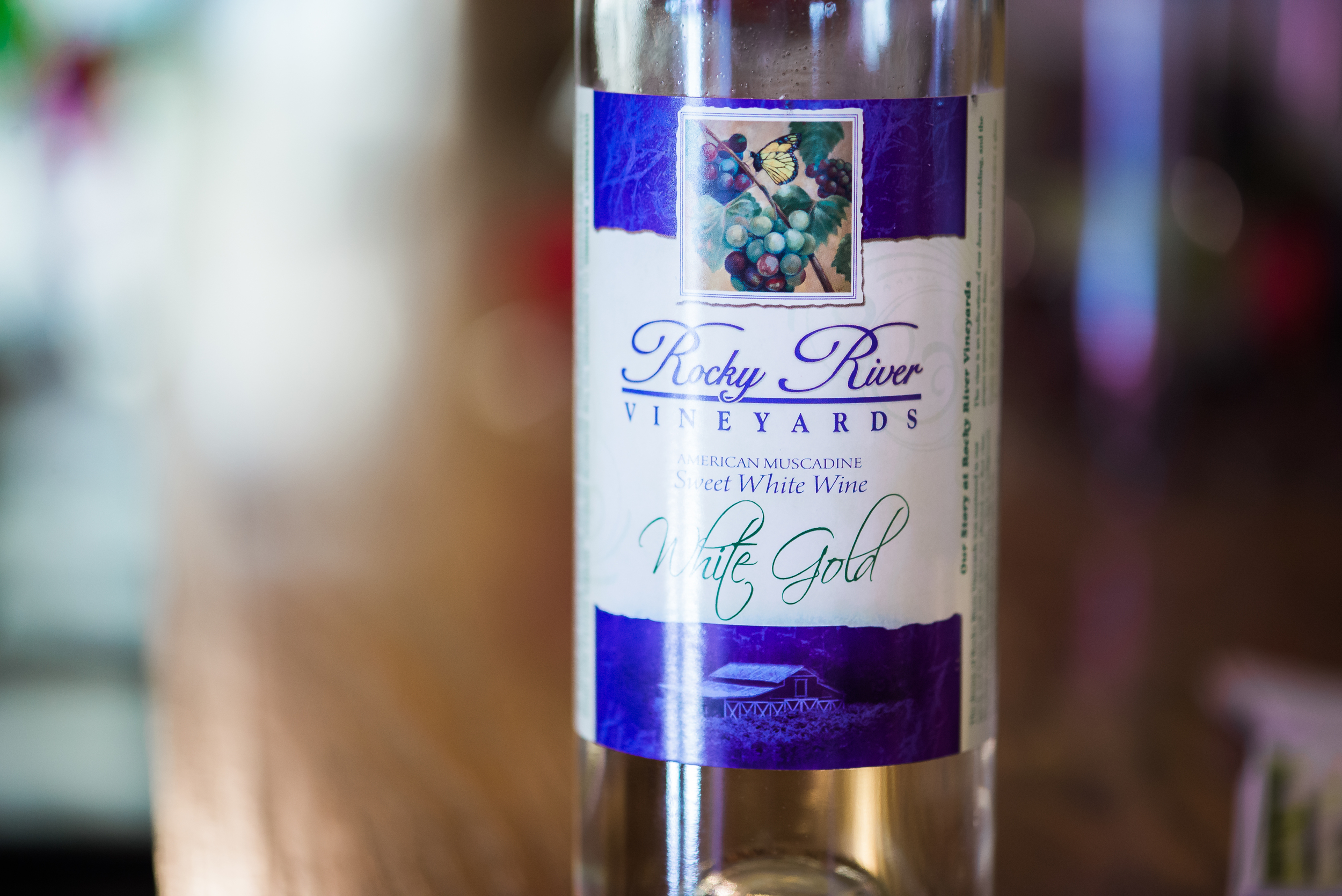 """""""  Made from the Carlos Muscadine. Sweet and bold with a clean, fresh finish. Simply refreshing. Enjoy White Gold with fresh fruits, cheeses and nuts, also pair with spicy foods."""""""