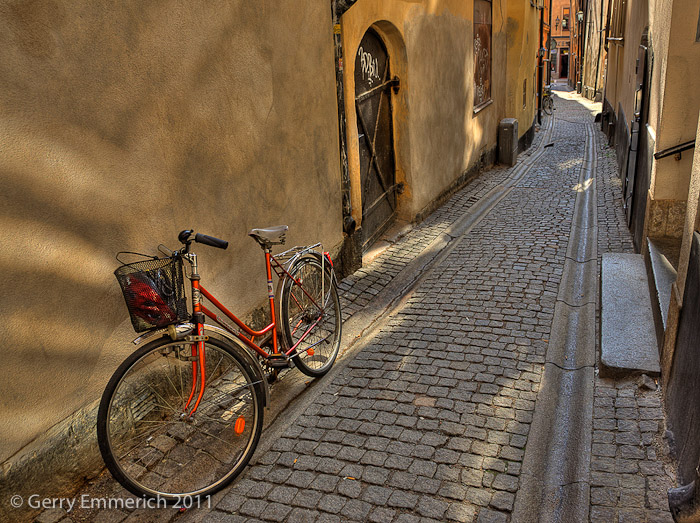 Bicycle_in_Gamla_Stan_2.jpg