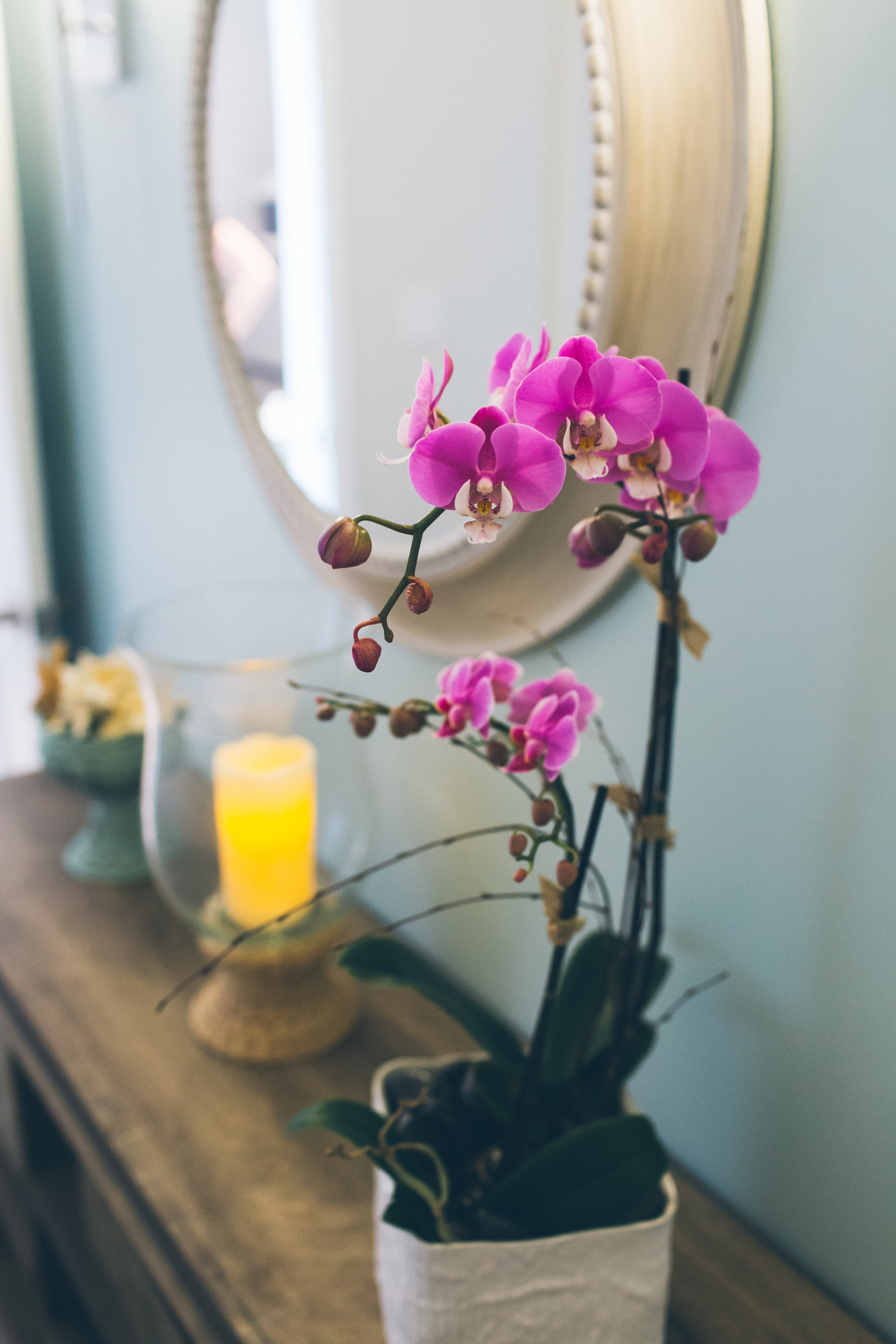Barefoot-MMPhoto-massage room console 2.jpg