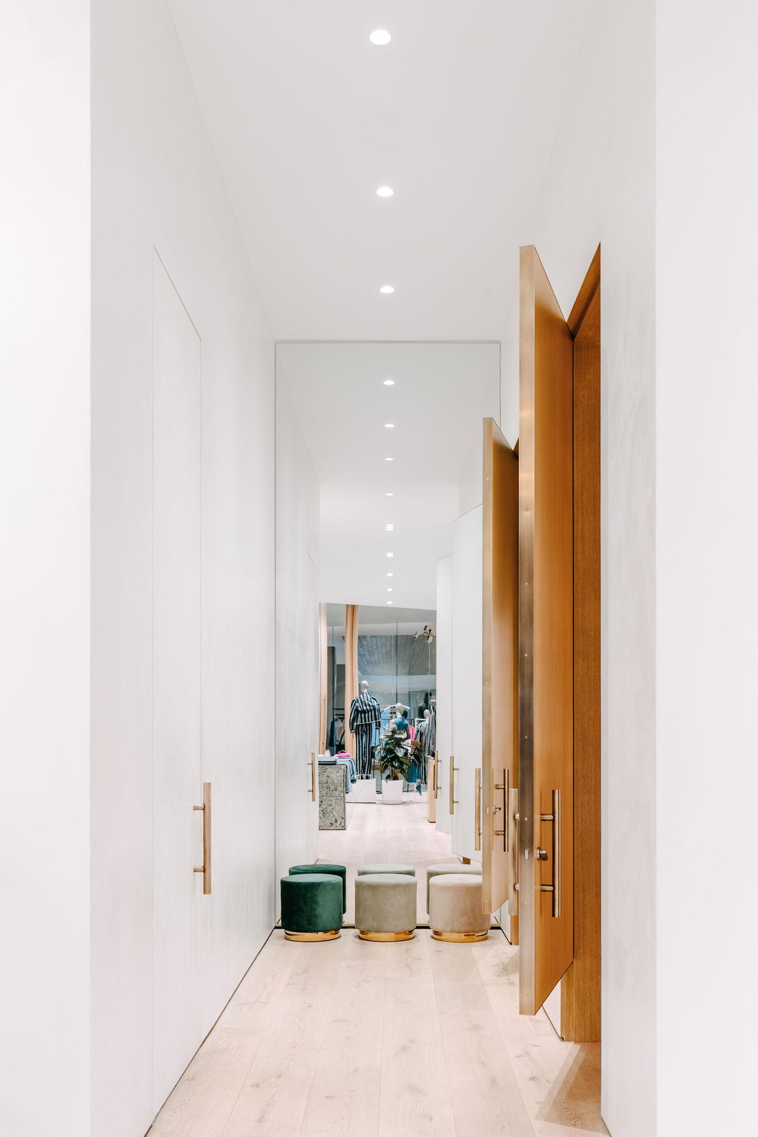 ww-7fam-dressing-room-02.jpg