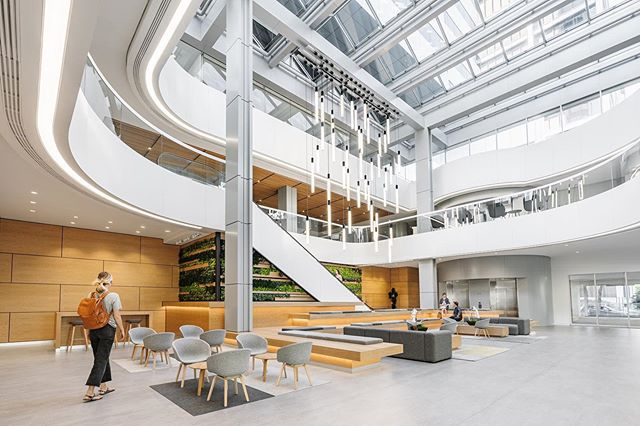 PacWest lobby...swipe to see the rendered image we used to guide the design..and the before photo 👉 . 📸 @scottsnyderphoto . #westofwest #architecturephotography #render #architecture #interiordesign #design #office #officedesign #lobby #designprocess