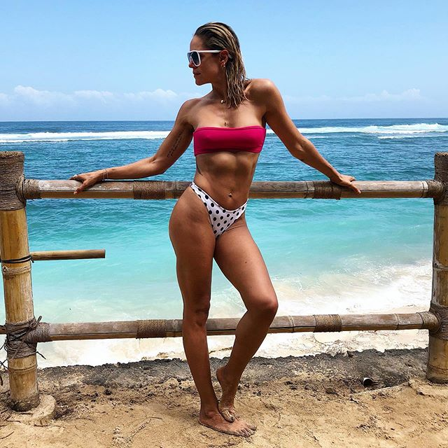 Enjoying Mother's Day the best way I know how..... sun ☀️ surf 🏄‍♀️ sand 🏖 . @sundaysbeachclub . . . . . . . . #mothersday2019 #beach #family #bali #sundaysbeachclub #uluwatu #wanderlustswimwear #sun #surf #sand #bbls #bodybyleahsimmons