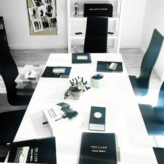 I spy ... some sleek training manuals I had the great pleasure of designing with The Lash Professional team 💁🏻♀️ // This photo, showing the Classic Course booklet in use, is making my Friday very bright!! 😍 You can register for their training sessions across the USA at thelashprofessional.com