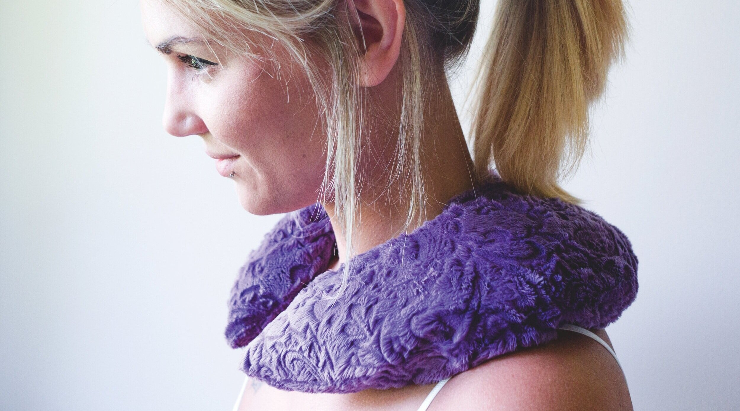 Relaxing Neck Cozy - Treat your body to luxurious hot/cold therapy with our therapeutic, relaxing Spa Pillows.