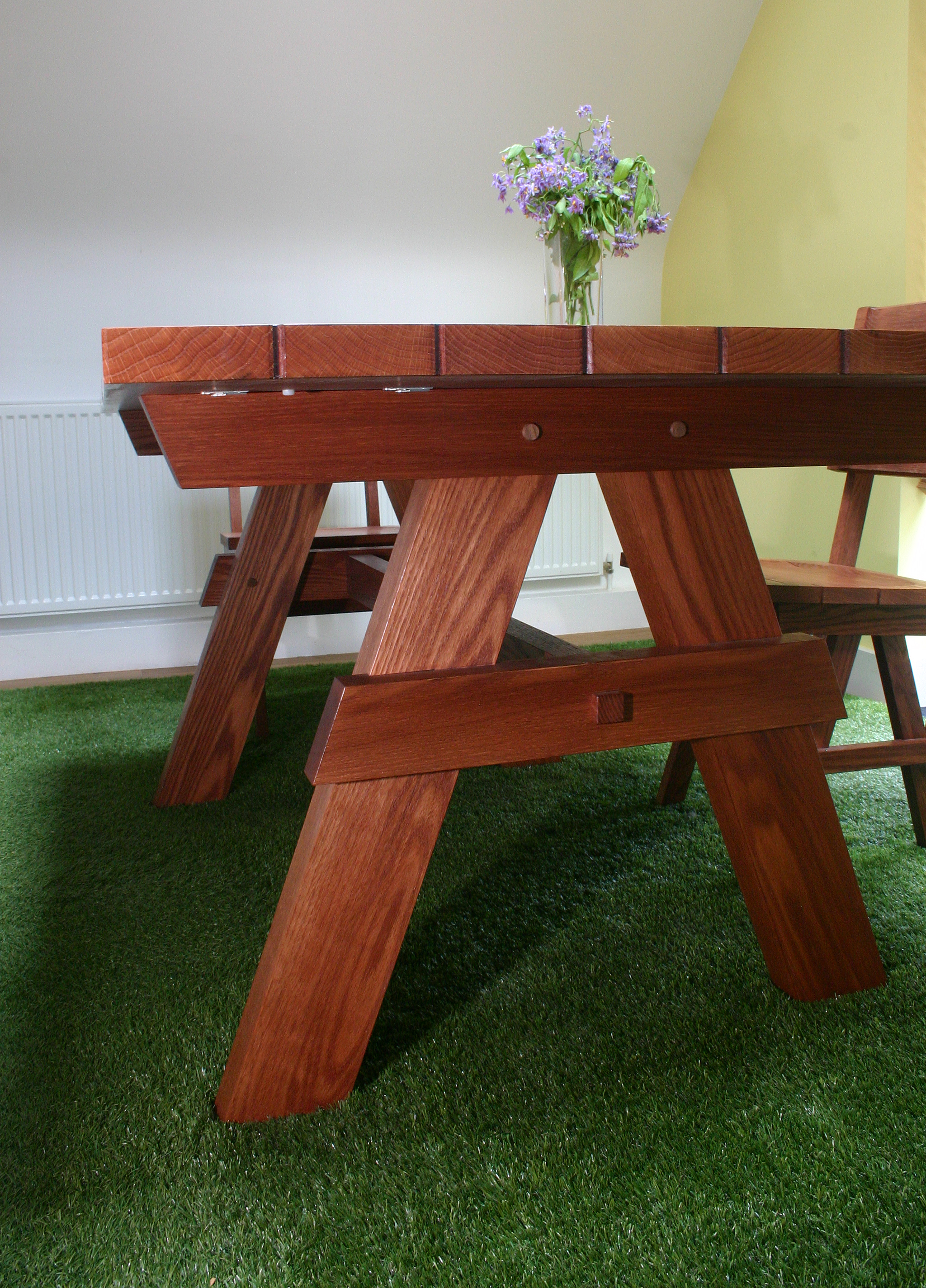 Picnic table and chairs (14).JPG