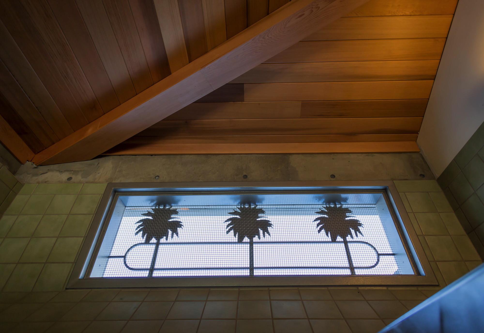 Palm tree motif