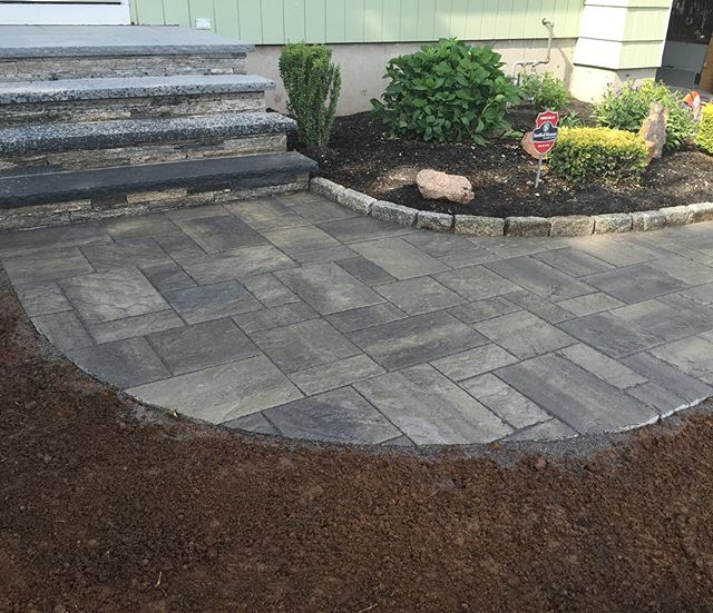 Beautiful paved walkway. #walkway#pavers #mason #masonry