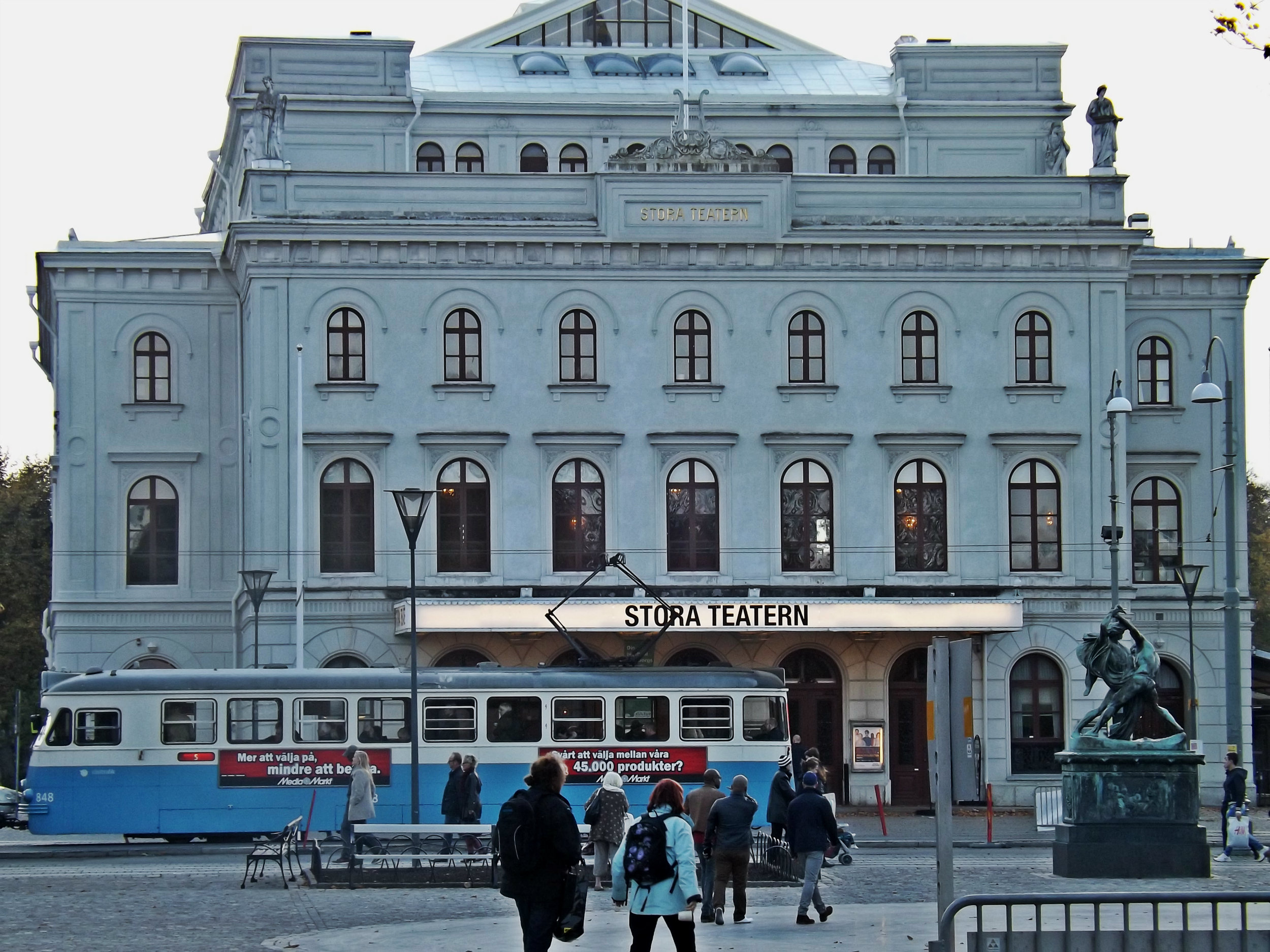 Stora Teatern | Tall Girl Meets World