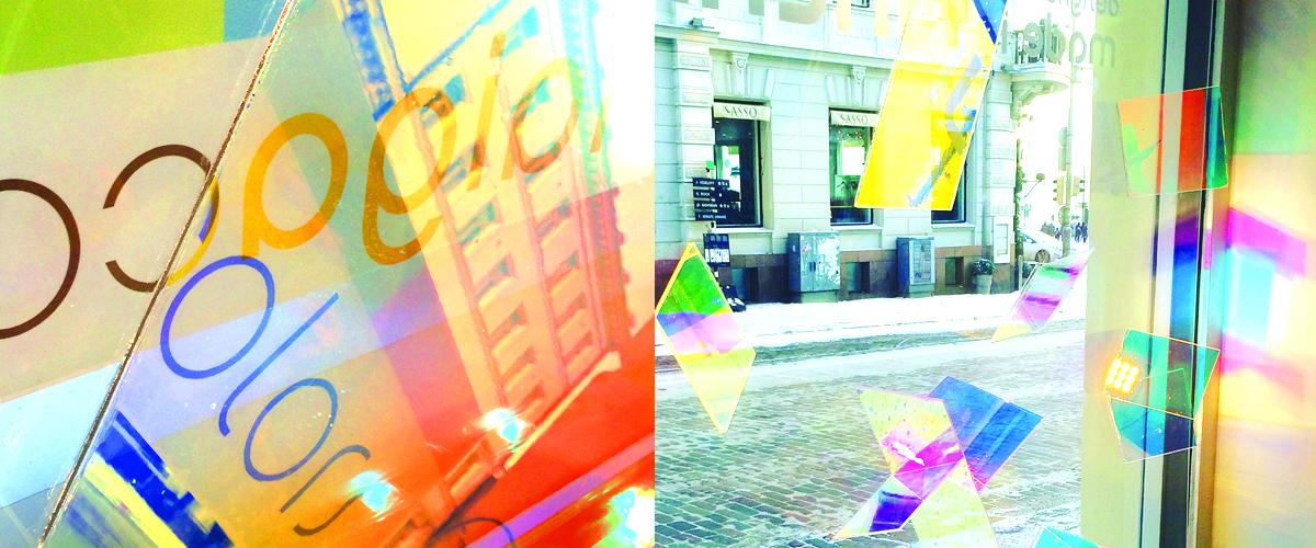 6.-10.1.2016 LUX HELSINKI - KOLME RATKAISEVAA SEKUNTIA Taiga Colors Helsinki Torikorttelit, Uschakoffin talo Unioninkatu 28, Helsinki Joka päivä pimeän aikaan  Valotaideteos syntyy Taiga Colors -liikkeen ikkunoihin ja julkisivuun. Tutkimusten mukaan näyteikkunalla on 1–3 sekuntia aikaa vangita ohikulkijan kiinnostus. Teos pohtii, miten valotaidetta voitaisiin hyödyntää uudella tavalla liikkeiden näyteikkunoissa ja niiden edustalla. Teoksessa Taiga Colorsin tuotekonseptin värimaailma toistuu valoteoksen sävyissä. Teosta on toteuttamassa mm. Suomen WSP:n Design Studion valaistussuunnittelija Mia Erlin. Teosta tukee Nylund Group / Meyer Lighting.   Taiga Colors on Lux Helsingin aikaan poikkeuksellisesti auki päivittäin kello 10-20, paitsi loppiaisena 6.1. ja sunnuntaina 10.1. kello 12-20. Tapahtuman ajan liikkeessä sijaitsee myös pieni popup-kahvila, jonka valikoimissa on mm. espressoa, lämmintä glögiä ja Rawa Food and Cateringin suussa sulavia raakakakkuja ♥    VOITA TAIGA COLORS -LAHJAKORTTI  Taiga Colors arpoo 100 euron lahjakortin kaikkien Taiga Colorsin Lux Helsinki -ikkunoista valokuvan ottaneiden ja kuvan Instagrammissa, Facebookissa tai Twitterissä jakaneiden kesken. Kuvassa on käytettävä ainakin hastageja #LuxHelsinki ja #TaigaColors. Kuva voi olla esimerkiksi lähikuva, yleiskuva tai heijastuma Kolme Ratkaisevaa Sekuntia -teoksesta. Muistathan pyytää luvan kuvaamiseen, jos kuvassa esiintyy muita ihmisiä! Teos toimii mainiosti myös päiväsaikaan, ja näyttää erilaiselta sisä- ja ulkopuolelta. Kilpailu on voimassa 6.-10.1.2016. Voittaja arvotaan viikolla 2.