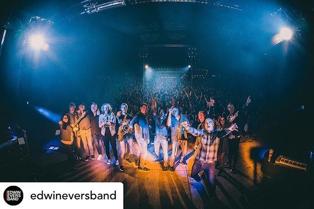 We are still touring with the Edwin Evers Band. Love this pic ! #jayhorns Posted @withrepost • @edwineversband Twee te gekke avonden @bostheater 🤟🏻 'Dak eraf'! En morgen gewoon nog een keer🔥. 📸: @setvexy #edwineversband #openluchttheater #tour #crowd #horns #🎺