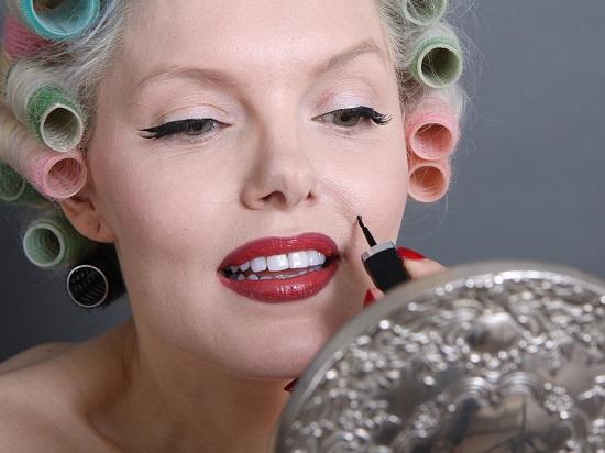 Shot of Marilyn tribute artist Suzie Kennedy's beauty tutorials in The Little Book of Marilyn