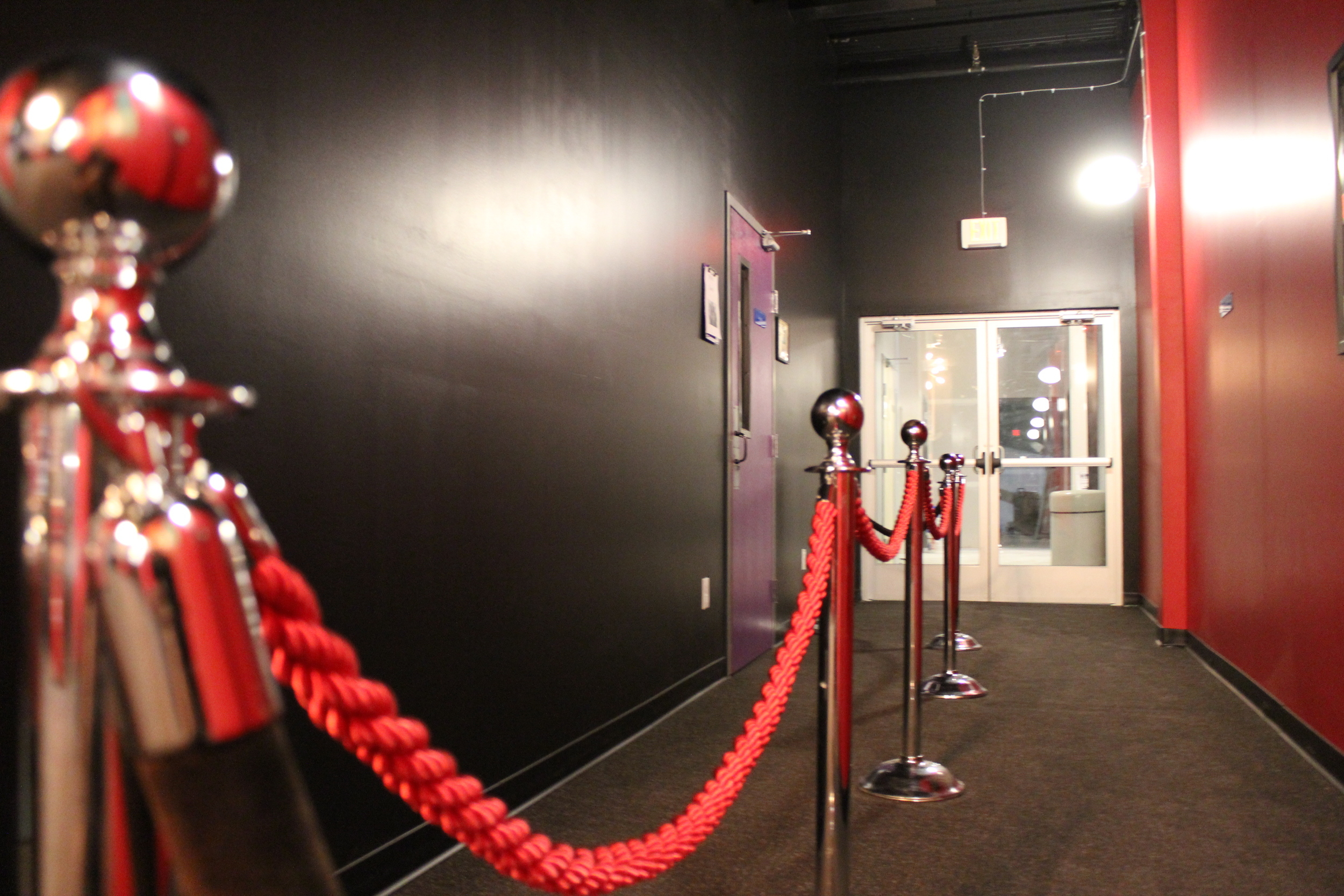 Picture of hallway over stantions with red rope