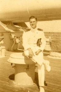 Minter Dial à bord d'un cuirassé peu de temps avant la Seconde Guerre mondiale.
