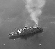 Le navire enfer japonais, Oryoku Maru. Photo des États-Unis National Archives and Records administration