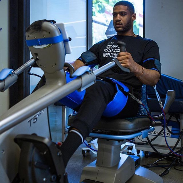 Arizona Cardinal and food justice activist  David Carter @iamdavidhcarter getting a #vasper session at upgrade labs @upgradelabs in Santa Monica. #performance #recovery #hormones #bloodflowrestriction #vasperstrong ❄️💪🏼
