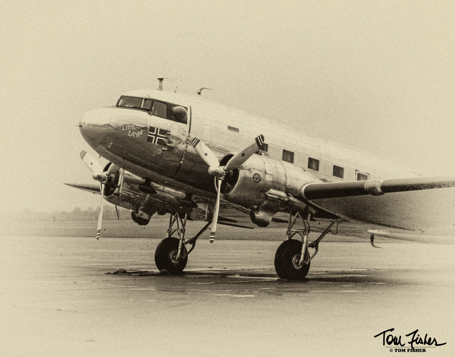 I felt like this working C-47 Dakota called for some nostalgic post-processing.