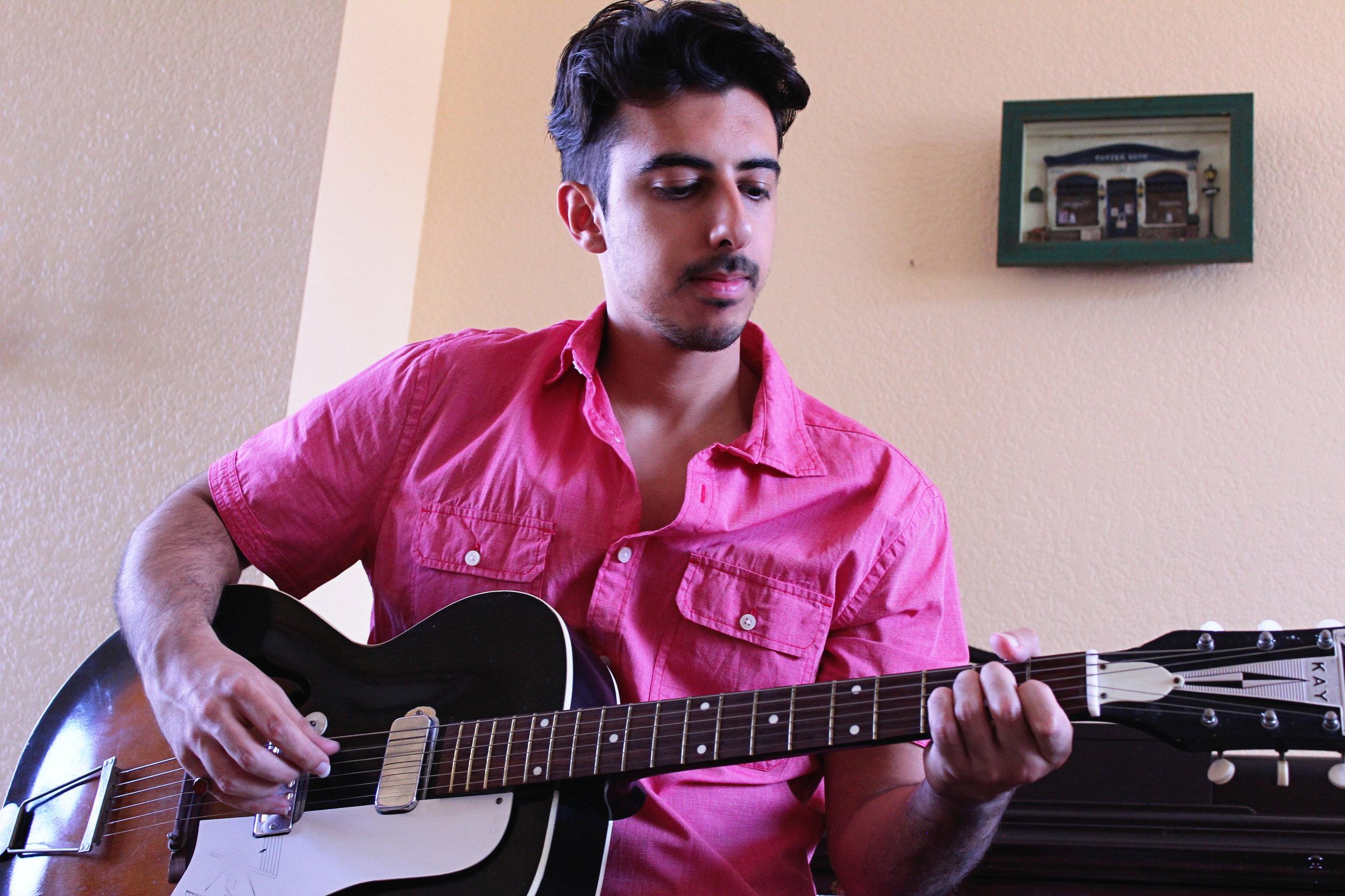 farismonshi_guitar