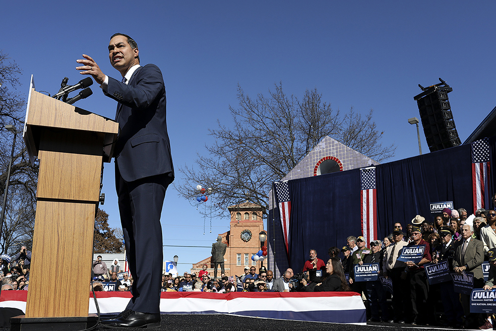 ¡VIVA CASTRO! - GRANDSON OF AN ORPHANED IMMIGRANT FROM MEXICO AND SON OF A CHICANA ACTIVIST. YOUNGEST MAYOR OF A LARGE CITY AND PRESIDENTIAL CABINET MEMBER BY THE TIME HE WAS 40. ALONG WITH HIS TWIN BROTHER, HE'S OFTEN SEEN AS THE SAVIOR OF THE DEMOCRATIC PARTY. JULIÁN CASTRO IS THE EMBODIMENT OF THE AMERICAN DREAM.WHAT'S NEXT? THE PRESIDENCY.¡VIVA CASTRO! FOLLOWS JULIÁN CASTRO'S LONGSHOT BID FOR PRESIDENT IN 2020 AND ITS EFFECT ON LATINOS AROUND THE COUNTRY.
