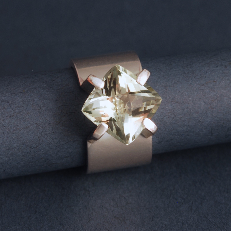 green bias ring