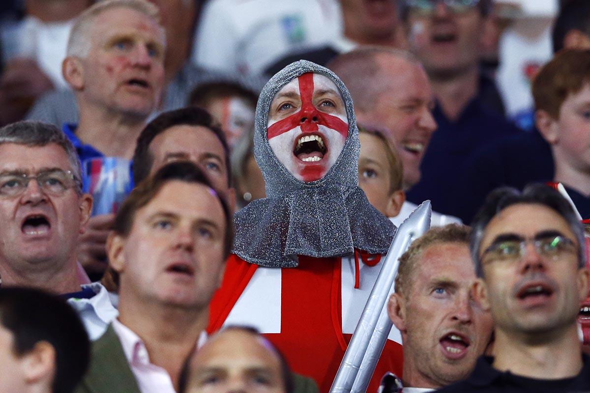 english fan sings.jpg