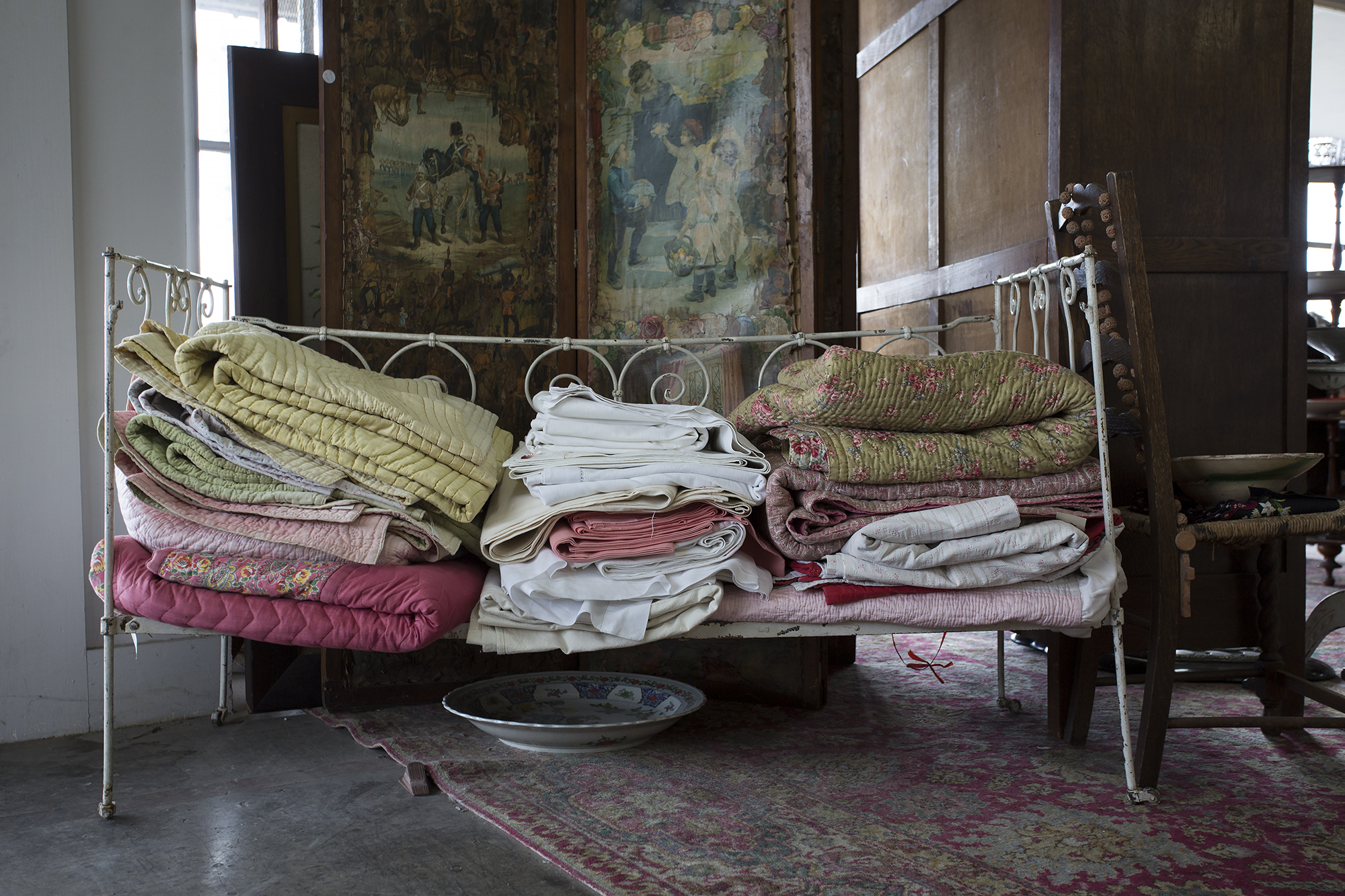 Everything I look at when I'm browsing this wonderful shop, makes me think about the stories these items could tell. Who were the people that used them? what was the environment and era that they came from like? This gorgeous bed must've looked amazing all dressed in its best with hand embroidered sheets and sewn blankets.