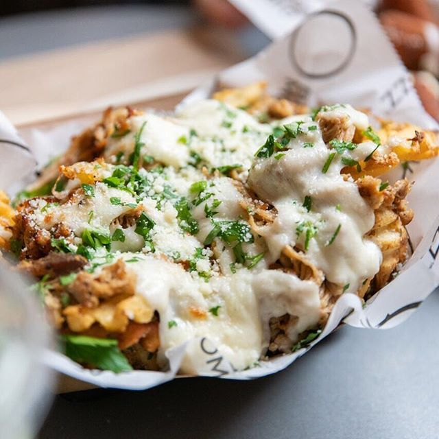 *ends New Years Resolution* Loaded Garlic Fries with Pulled Pork and Fresh Mozz...😭😭😭#BigMozz #ChelseaMarket