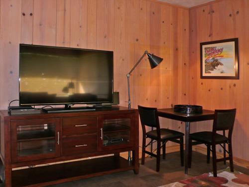 home14livingroom3.jpg