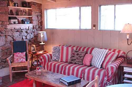HYNhome9livingroom.jpg