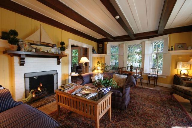 Sea View Inn US Open Living Room.jpg
