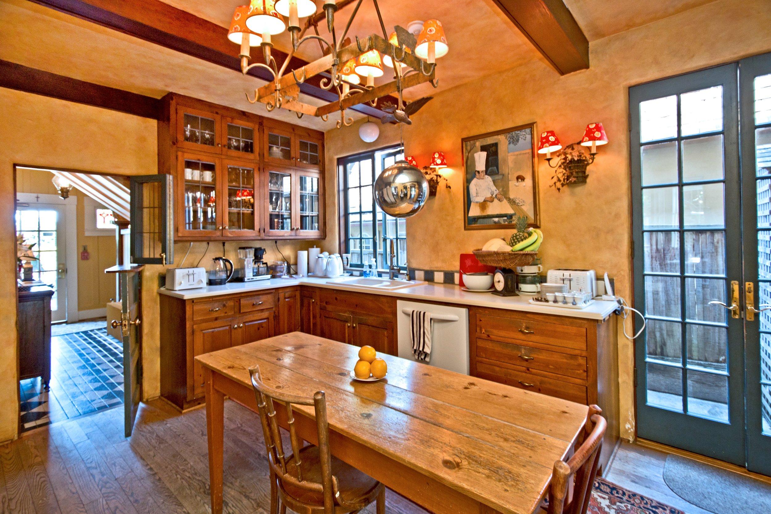 Sea View Inn US Open Kitchen.jpg