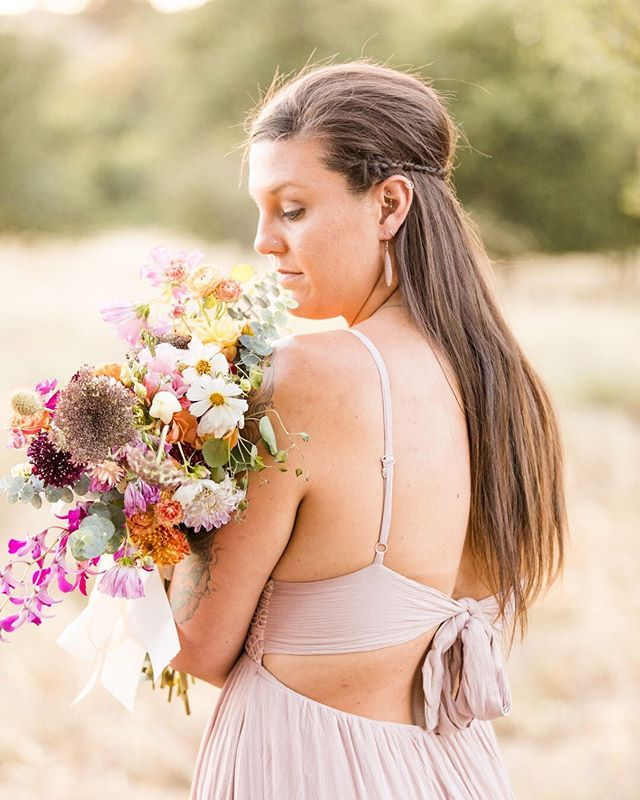 Ever wondered how some people have the most editorial-looking engagement photos? You see those photos on Pinterest of women in these gorgeous gowns and luxurious bouquets and probably think that that's for them, not you. I've thought it: *I can't wear a gown like that so I'll settle for something I already own.* *She looks so pretty with that flower crown, but a bouquet for my engagement session seems like too much, right?* *My fiancé doesn't like photos so he probably wouldn't want to do anything fancy.* We're willing to bet all of those thoughts are wrong.  Head on over to the blog this morning for some inspiration with the lovely floral artistry of @wildroseandthyme 💐 we're even sharing some of our best kept secrets when it comes to finding the perfect dress that won't break your bank!  What are you up to this weekend? ☀️👇🏻