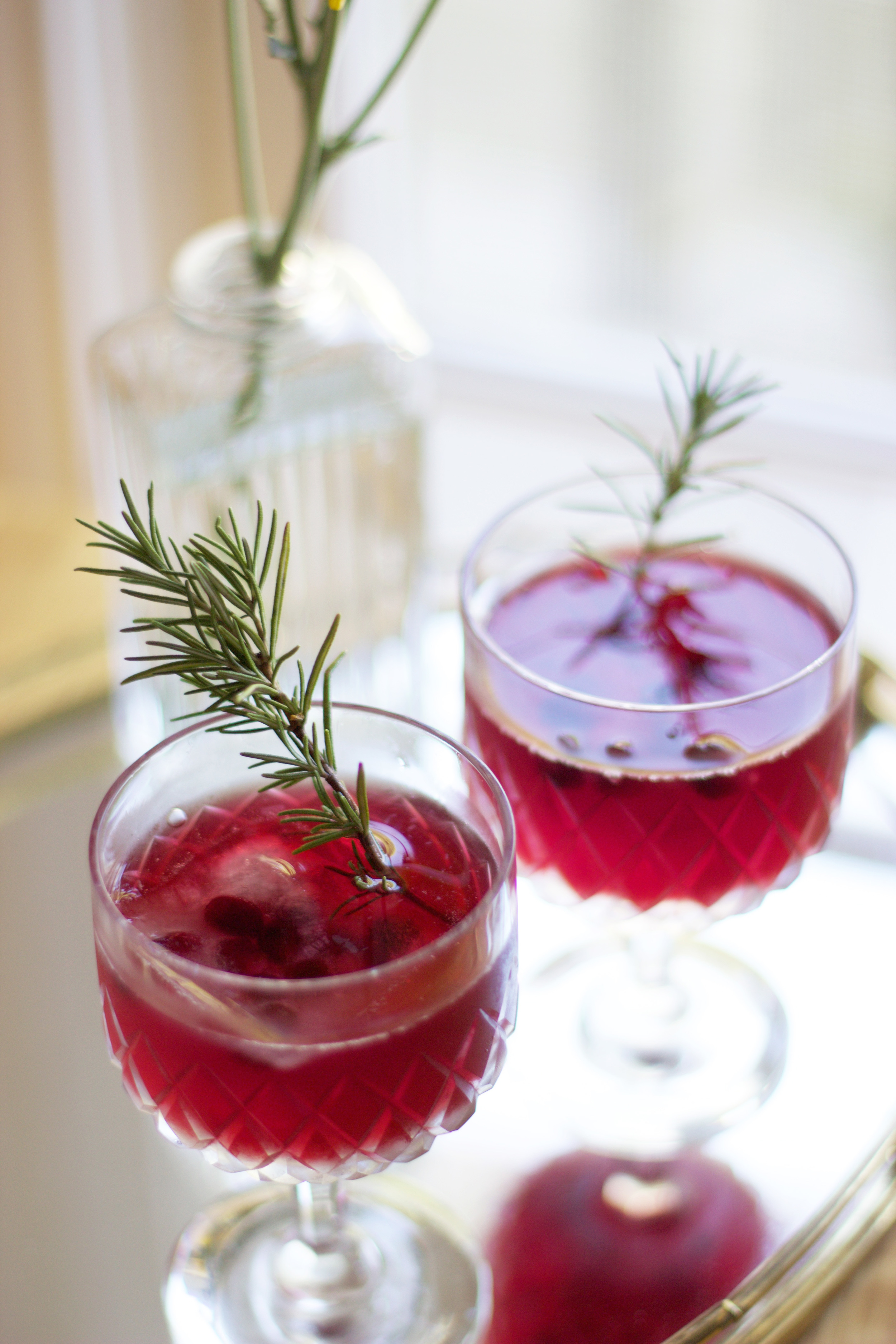 Pomegranate Honey Rosemary Cocktail (www.withmichellekim.com)