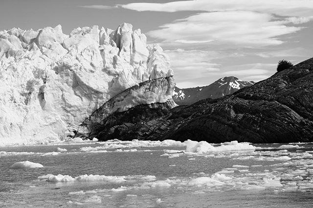 Perito Moreno | Argentina, 2011 #photo #photograph #photoofday #blackandwhite #blackandwhitephotography  #nature #naturelovers #peritomoreno #peritomorenoglacier #glacier #glaciernationalpark #naturephotography #ice #argentina #patagonia