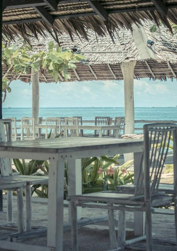 restaurant-by-beach-565x800.jpg