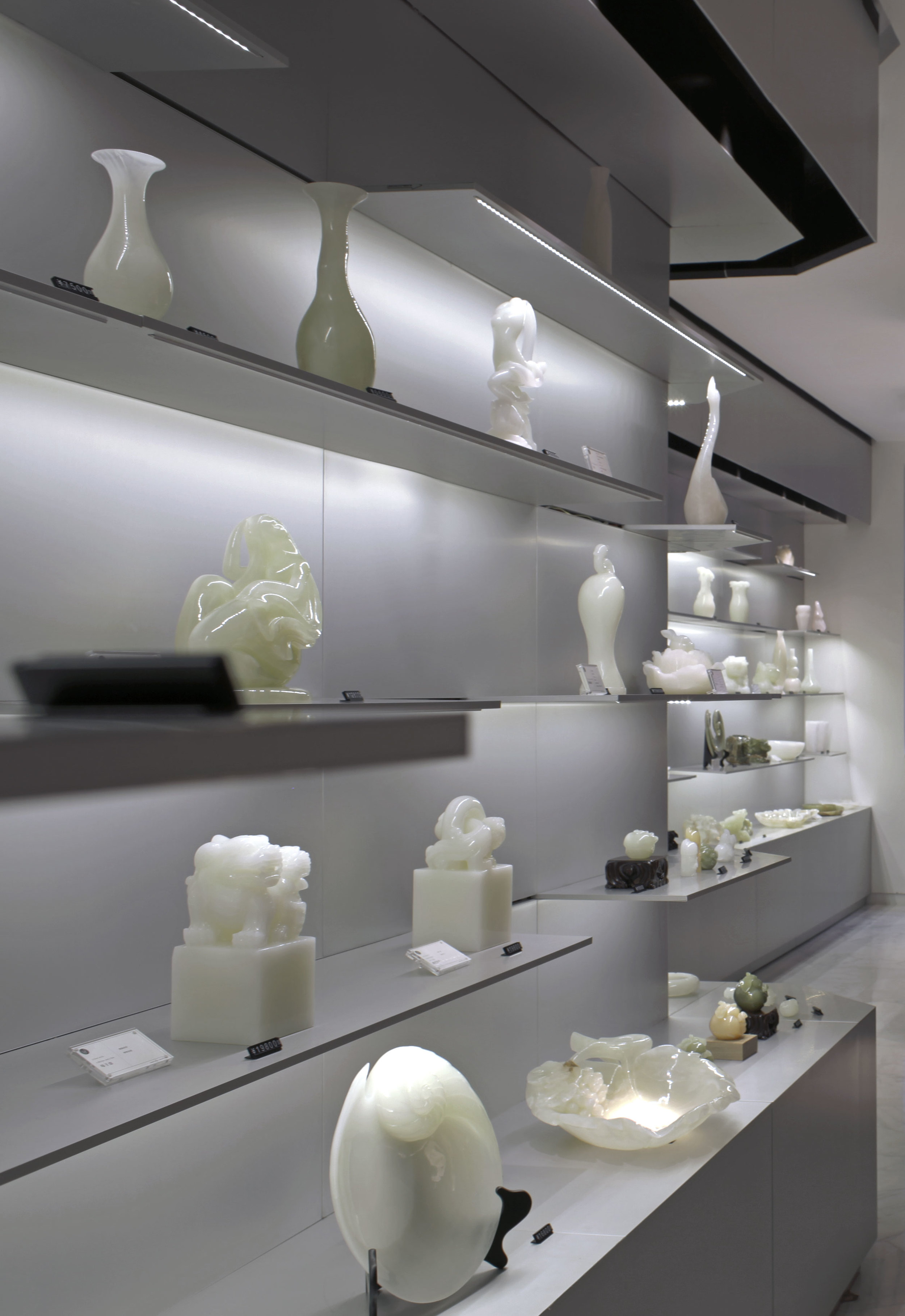 Unique onyx objects displayed on elegant shelfes in the showroom of Skyword