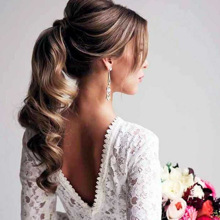 I love this simple take on a pony tail. The bouncy curls ooze elegance and subtly!