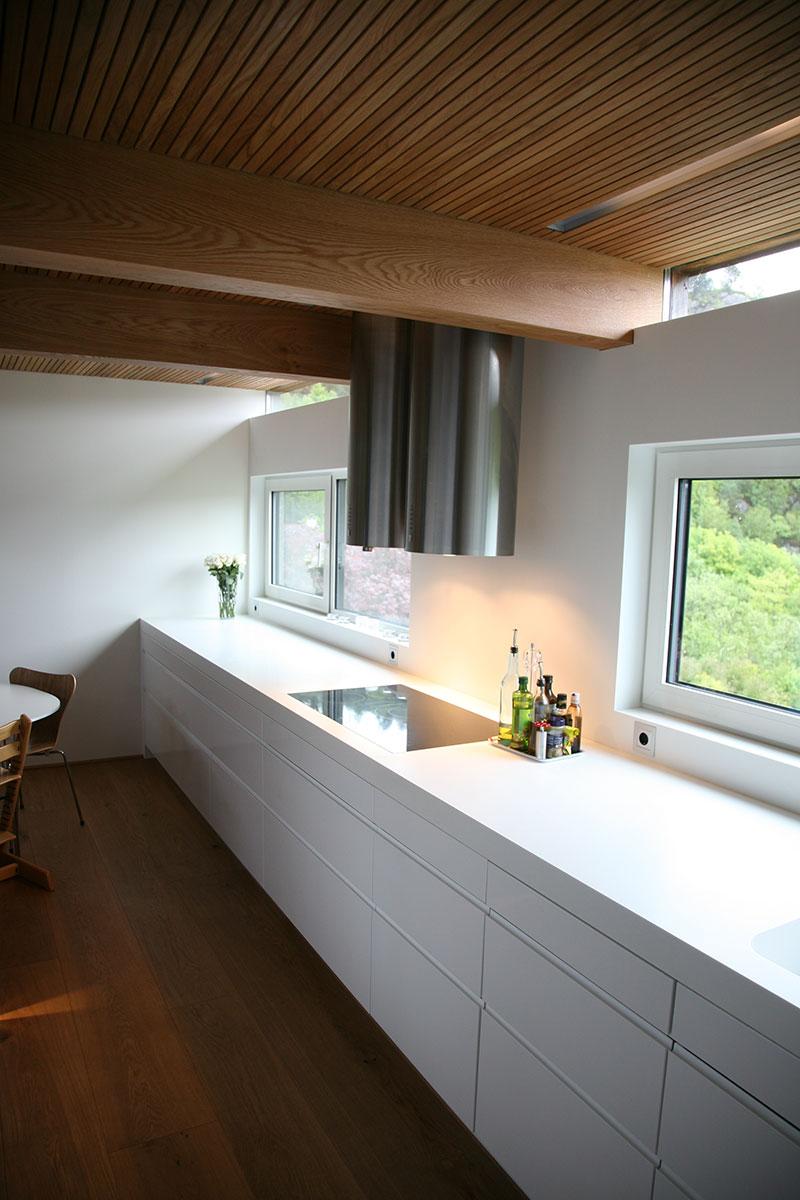 Corian-på-kjøkkenbenk-og-vegg.jpg