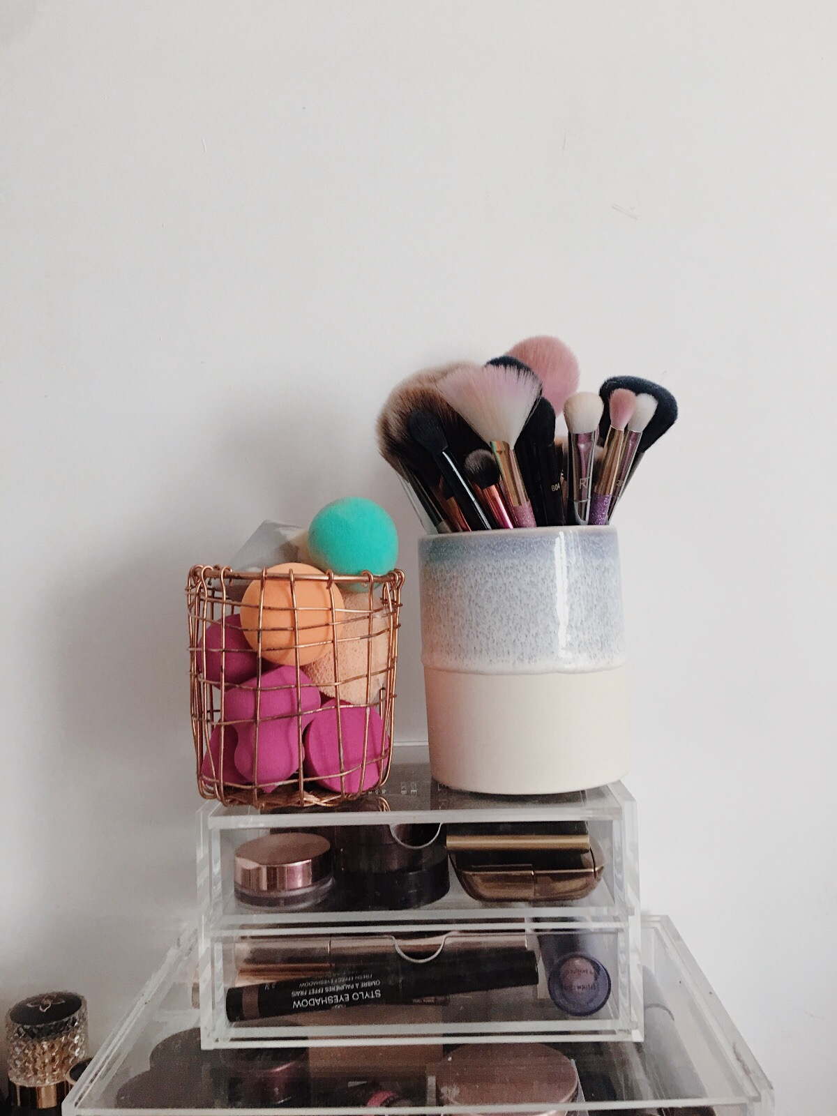 www.jasminehardingmakeup.com - makeup brush storage