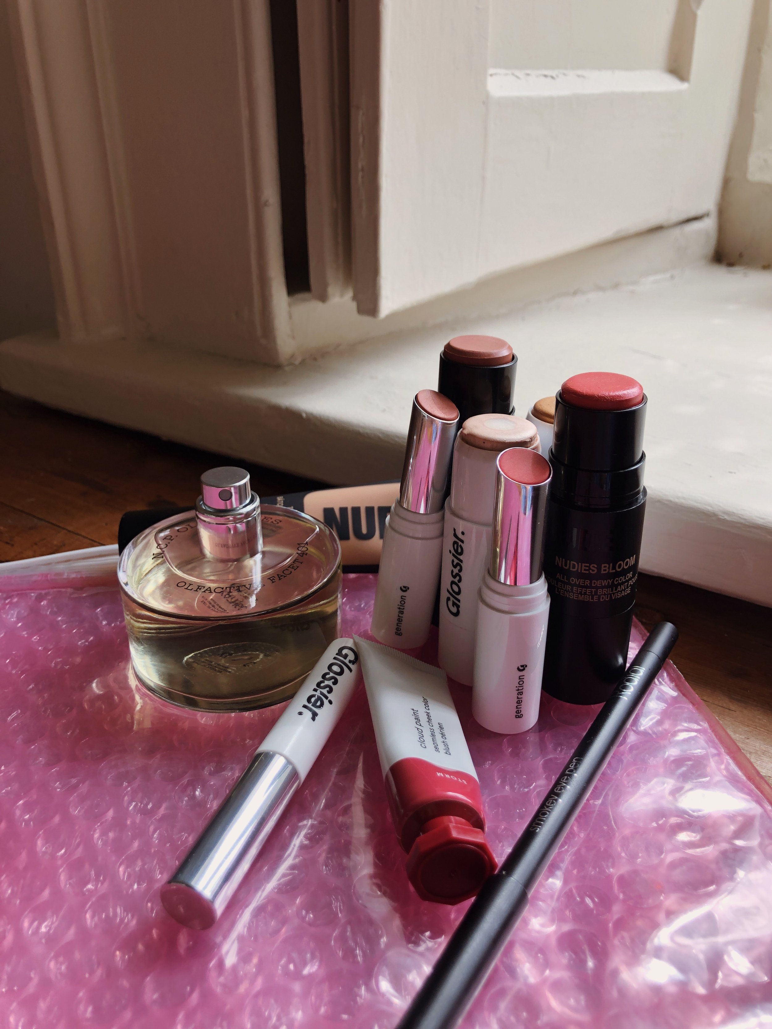 GLOSSIER MAKEUP REVIEW -  AMOUR OPHELIA