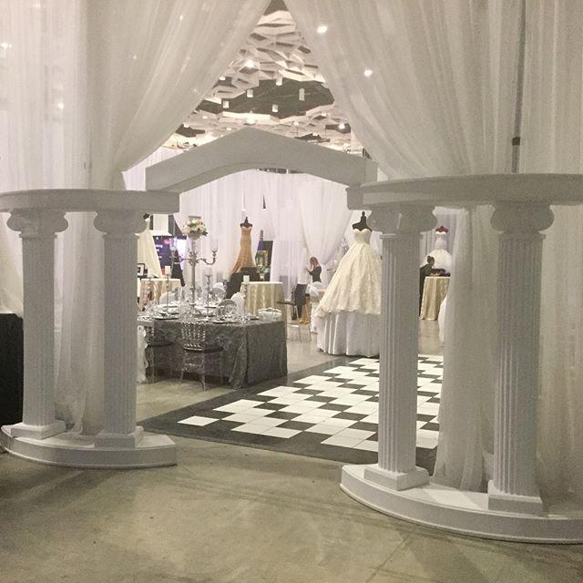 #Wonderfulweddingshow2018#weddingdecorations #wedding decor #elegant #sequence #vintage #rustic # tent weddings #gold cutlery #crystals  #flowers