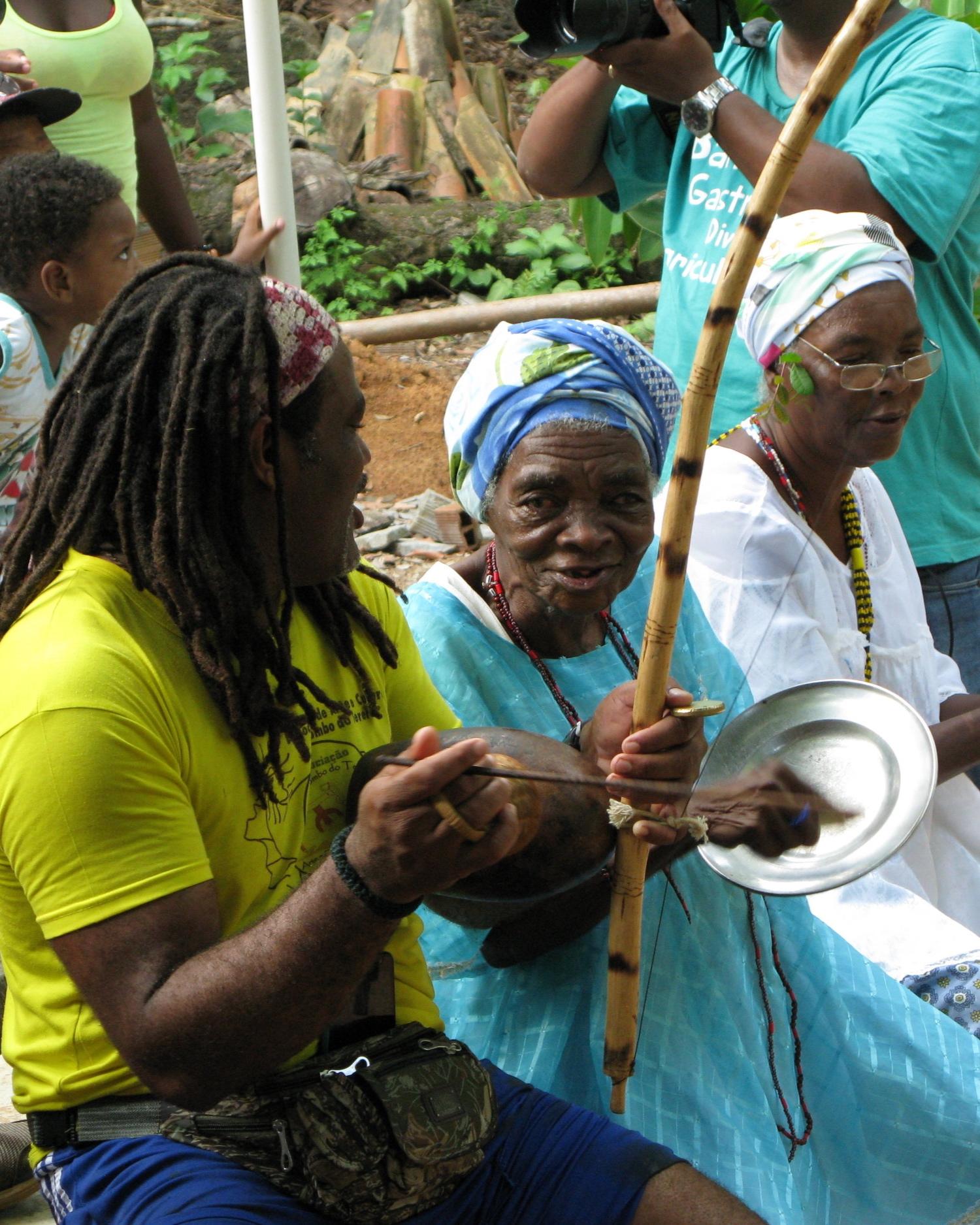 Brazil Bahia Salvador Quilombo do Tereré old woman playing plate and spoon IMG_8764 copy 2.jpeg