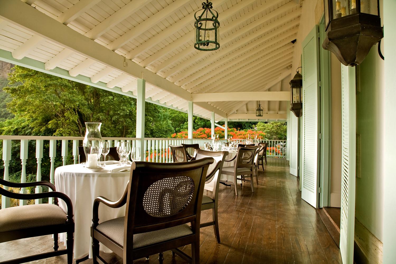 04 - HIGH-RES-Greatroom Terrace Dining Jalousie-3.jpg