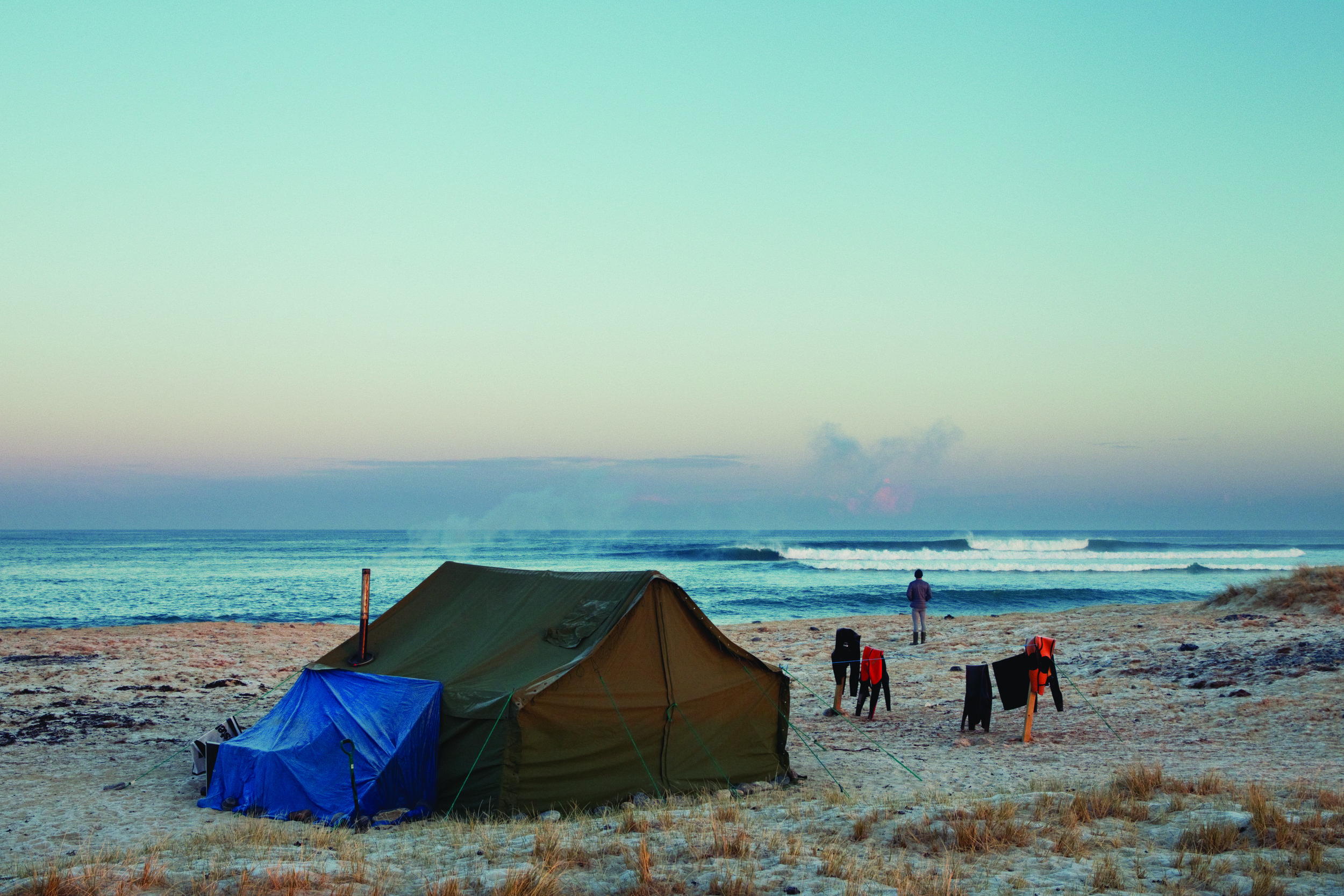 vb813783_tent and wave.jpg